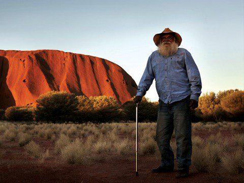 Aboriginer vid Uluru